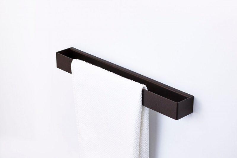 brązowy reling na ręczniki IMOdesign